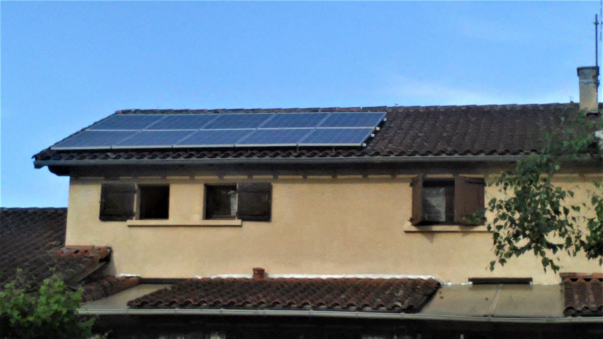 pose de panneaux solaires sur toiture en surimposition